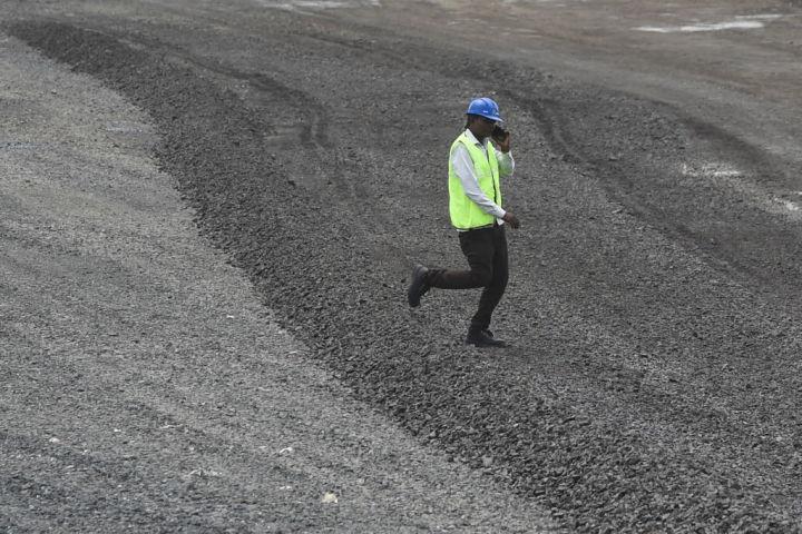 インド首都ムンバイの建設現場で仕事をする従業員、8月31日撮影 参考写真(GettyImages)