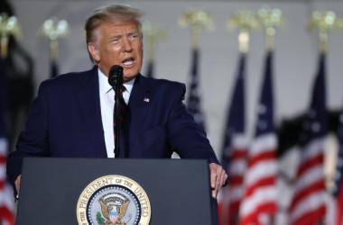 2020年8月27日、ワシントン、ホワイトハウスのサウスローンで共和党大統領候補指名受諾演説を行うドナルド・トランプ大統領 (Chip Somodevilla/Getty Images)