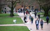 2020年3月6日、シアトルのワシントン大学で、対面授業の最終日を迎えたキャンパスの様子 (Karen Ducey/Getty Images)