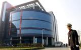中国・上海にグランドオープンしたSMICの本社ビル=2001年11月22日(ロイター)