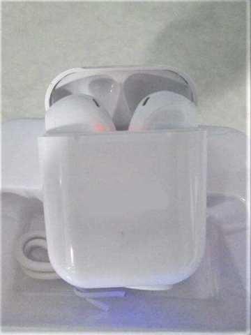 米税関は9月9日、中国発の偽アップル製品1万6千点を押収した。写真は偽のAirPods(U.S. Customs and Border Protection)