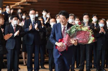 9月16日、総理官邸を後にする安倍晋三前首相(GettyImages)