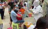 核酸検査を受ける中国雲南省瑞麗の市民(市民提供)