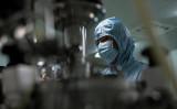 中国メディア「財新網」によると、昨年夏、甘粛省蘭州市の製薬工場からブルセラ属菌が漏えいし、市民3000人余りが感染した。写真はイメージ(NOEL CELIS/AFP via Getty Images)