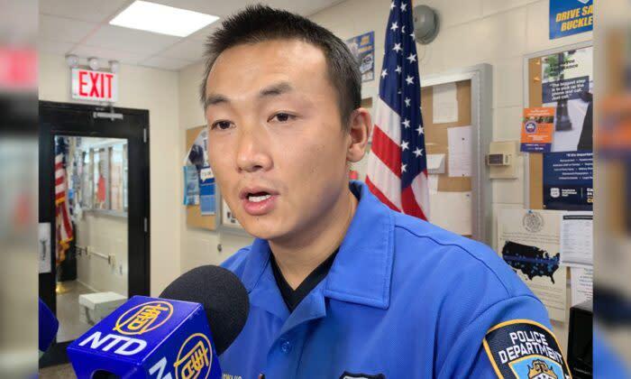 2019年11月8日、ニューヨーク市クイーンズ区で大紀元のインタビューを受けるNY市警警察官のバイマダジ・アングワン被告(大紀元)