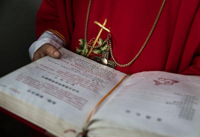 ポンペオ米国務長官、バチカンに警戒を促す。写真は2019年12月、中国浙江省の教会で執り行われたミサの一幕(GettyImages)