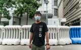 9月24日、香港中央警察署を離れる民主活動家の黄之鋒氏。同日に逮捕され保釈された(GettyImages)