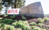 写真は、カリフォルニア州ハリウッドのサンセット大通りにある映画ネット配信大手ネットフリックス(Netflix)本社