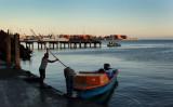 船で中央市場に到着した男性。2019年10月、ソロモン諸島首都ホニアラで撮影(GettyImages)