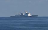 南シナ海で米軍とフィリピン軍が訓練を行う中、同時に海上救難訓練を行う中国海警局公船(GettyImages)
