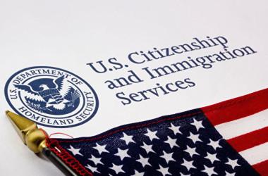 米国移民局は10月2日、共産党員らの米移民ビザ申請を不許可にする方針を発表した(米移民局より)