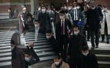マスクを着用して東京駅を利用する通勤客、2020年3月撮影(GettyImages)