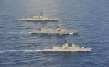 米軍と海上自衛隊、オーストラリア海軍の南シナ海での合同演習(US Navy Photo)