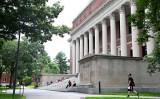写真はハーバード大学のキャンパス(Maddie Meyer/Getty Images)