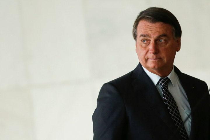 2020年10月20日、ブラジル外務省でオブライエン米大統領補佐官とともに記者会見に臨むブラジルのボルソナロ大統領(Adriano Machado/Reuters)