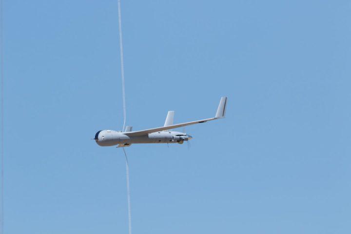 スペイン南部マサゴンで開かれた展示会で、ボーイング社の子会社であるInsitu社が開発した無人航空機スキャンイーグル(ScanEagle)の航空ショーが行われた=2018年5月15日(Courtesy Insitu/Handout via Reuters)