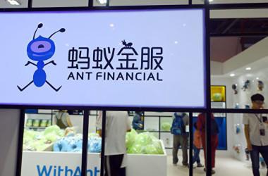 11月5日に予定されていた中国金融会社、アント・グループの上海・香港両市場の上場を延期した(AFP via Getty Images)