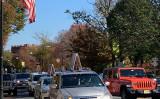 パレード車両が「プリンストン大学」の前を通過する(東玫/大紀元)