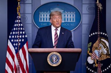 トランプ米大統領は11月5日、ホワイトハウスで記者会見を行い、開票作業における不正行為は米国の恥だと強調した(Chip Somodevilla/Getty Images)
