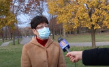 米ミシガン州デトロイトにある「TCF郵便投票集計センター」の選挙監視員で中国系アメリカ人のシミッド(Schimidt)さんは、自身が目にした3日の夜から4日の早朝までの「不可解」な状況について語った(大紀元)