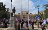 米有権者は11月7日、アリゾナ州最高裁の前で抗議活動を行った(徐綉恵/大紀元)