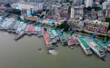 バングラデシュの首都ダッカにある河川の港湾、参考写真(MUNIR UZ ZAMAN/AFP via Getty Images)