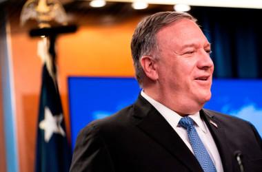 11月10日、ホワイトハウスで記者会見するマイク・ポンペオ米国務長官(JACQUELYN MARTIN/POOL/AFP via Getty Images)