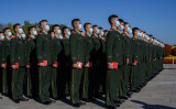 日本の防衛研究所レポートは、中国軍は「徐々に先制攻撃を重視するようになる」と指摘した。写真は2020年10月、天安門広場で朝鮮戦争の式典に参加する軍人(Kevin Frayer/Getty Images)