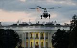 米シンクタンク・ヘリテージ財団は報告のなかで、米軍の投資強化の必要性を強調した。写真は10月5日、ホワイトハウス前を飛ぶ米海軍ヘリ(Drew Angerer/Getty Images)