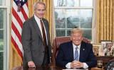 2020年3月11日、トランプ大統領(右)とルシアン・リンカーン・ウッド(Lucian Lincoln Wood)弁護士(左)(パプリックドメイン)