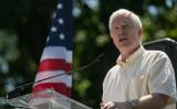 2013年7月15日、ワシントンの国会議事堂の近くにあるUpper Senate Parkで、「DC March for Jobs」のイベントで演説するモー・ブルックス下院議員(アラバマ州選出、共和党)(Drew Angerer/Getty Images)