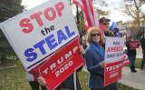 2020年11月14日、トランプ大統領の支持者らはネバダ州議会の前で集会し不正投票を抗議した(曹景哲/大紀元)