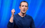 2018年5月24日、パリを訪れたフェイスブックのCEO、マーク・ザッカーバーグ氏(Gerard Julien/AFP/Getty Images)