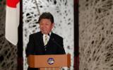 11月24日、来日した中国の王毅外相との共同記者会見に臨む茂木敏充外相(ISSEI KATO/POOL/AFP via Getty Images)