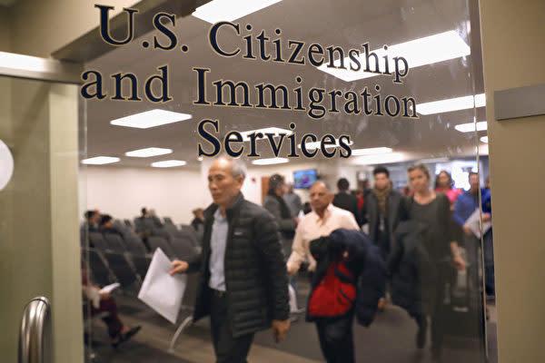 米国務省は12月3日、中国共産党員およびその家族に対して、入国ビザの有効期限を最大10年間から1カ月に短縮すると発表した(John Moore/Getty Images)