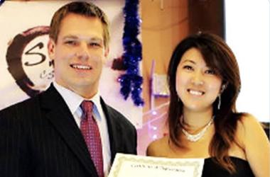 中国人女スパイ、ファン・ファンとエリック・スウォルウェル下院議員(フェイスブックより)