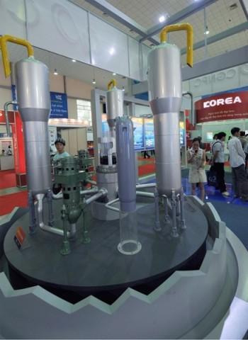 2008年5月15日、ベトナムで開催された国際原子力発電展示会で展示された中国企業が設計した原子炉。イメージ写真(HOANG DINH NAM/AFP/Getty Images)