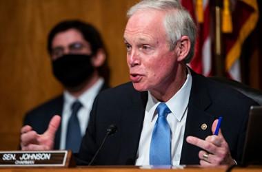 2020年12月16日、米上院国土安全保障・政府問題委員会は大統領選挙をめぐって初めての公聴会を開いた。写真は同委員会のロン・ジョンソン委員長(JIM LO SCALZO/POOL/AFP via Getty Images)