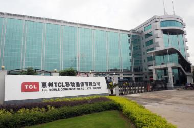 中国広東省恵州市にあるTCL移動通信有限公司の本社ビル=2009年7月28日(LAURENT FIEVET/AFP/Getty Images)
