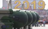 2019年、中国北京で行われた軍事パレードで披露された、核弾頭搭載可能な大陸間弾道ミサイル「東風41(DF-41)」(GREG BAKER/AFP via Getty Images)