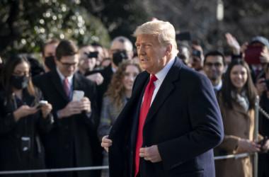 2021年1月12日、米ワシントンのホワイトハウス敷地内を移動するトランプ大統領(Drew Angerer/Getty Images)