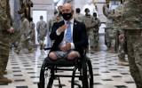 2021年1月13日、ワシントンの連邦議会で州兵に議事堂を案内するブライアン・マスト下院議員(フロリダ州・共和党)(Stefani Reynolds/Getty Images)