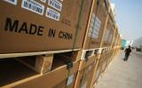 中国国内の港湾から輸出される製品、2009年撮影(Feng Li/Getty Images)