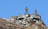 2012年10月21日、インドのアルナーチャル・プラデーシュ(Arunachal Pradesh)州の中印国境地域で警戒をしているインド軍兵士(BIJU BORO/AFP via Getty Images)