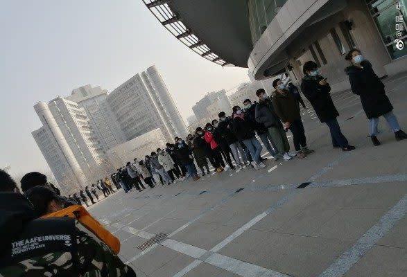 2021年1月21日、PCR検査を待つ北京市民(微博より)