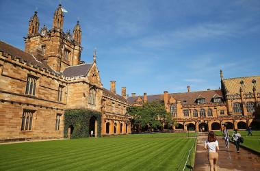 シドニー大学を含む少なくとも4大学が、孔子学院との協定を外務省に提出し、審査を受けている。写真はシドニー大学のキャンパス(Photo by Brendon Thorne/Getty Images)