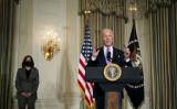 2021年1月26日、ホワイトハウスのState Dining Roomで人種平等政策について語るジョー・バイデン大統領(Doug Mills-Pool/Getty Images)