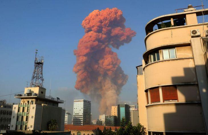 2020年8月4日にベイルートの港で発生した大規模な爆発は「人類が引き起こした爆発では史上最大級」との報告が発表された。写真は当時の爆発時の様子をベイルート港付近から撮影(ANWAR AMRO/AFP via Getty Images)