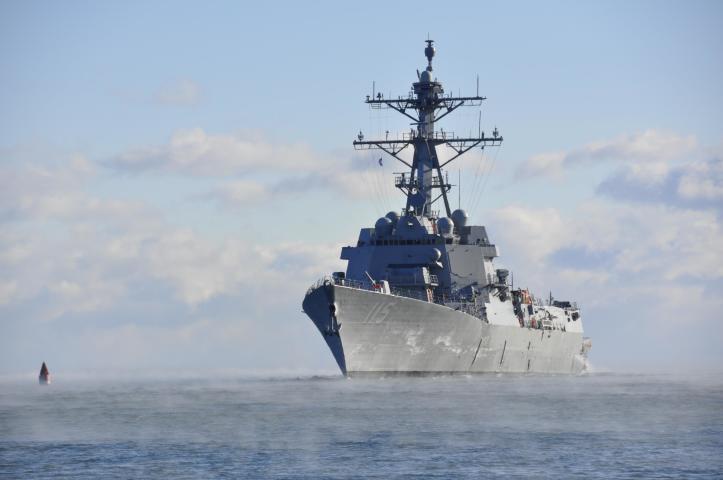 航行中のラファエル・ペラルタ号ミサイル駆逐艦(U.S. Navy photo/Released)