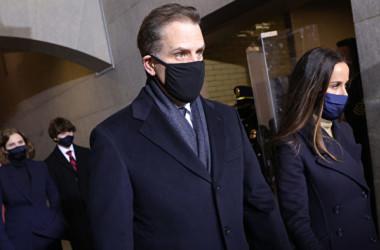写真は2021年1月20日、ジョー・バイデン氏の就任式に出席するために、米国議会議事堂の西門に到着したハンター・バイデン氏(Win McNamee/Getty Images)